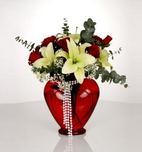 Kalp Camda Güller ve Lilyum