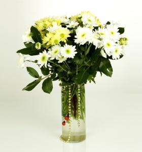 Adana İçin Cam vazoda kır çiçekleri