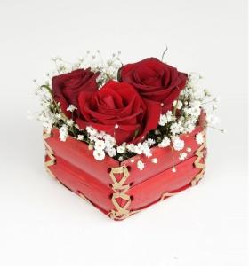Adana İçin Kalp Sepette 3 Kırmızı Gül