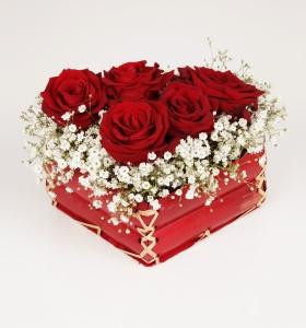 Kalp Sepette Kırmızı Güller