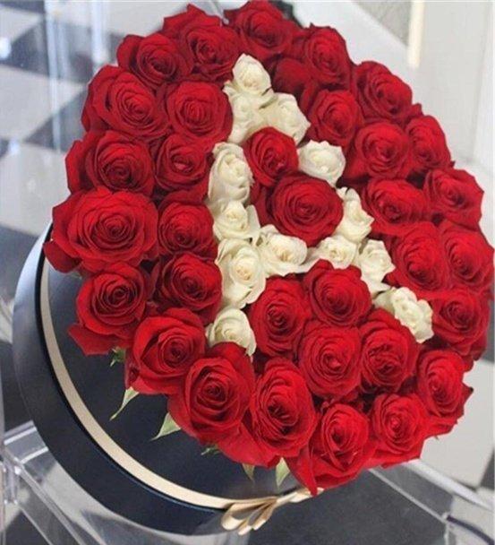 Sevgilimin Baş Harfi Kırmızı Beyaz Güller