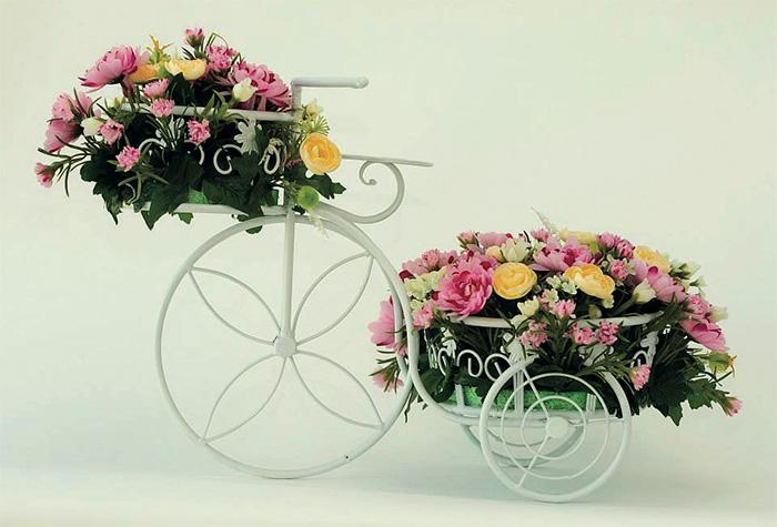 Bisiklette çiçek aranjmanı